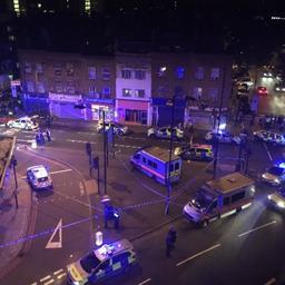 Politie Londen onderzoekt verband tussen dode en inrijden bus op moskee