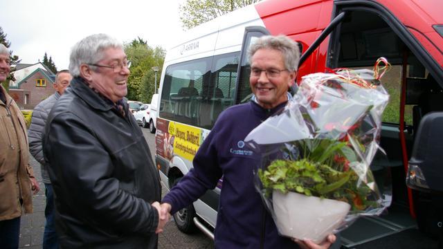 Rinus Broekmans neemt afscheid van buurtbus Moerdijk
