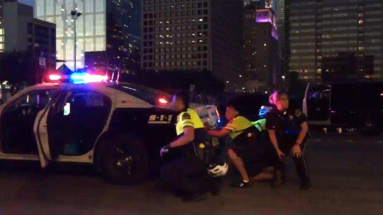 Betogers tegen politiegeweld Dallas opgeschrikt door schietpartij
