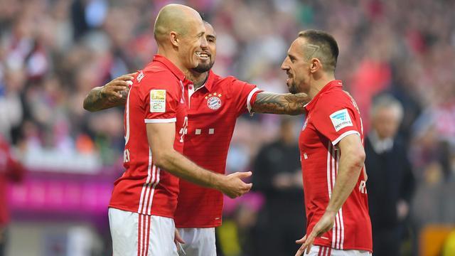 Robben helpt Bayern langs Dortmund, Wolfsburg hard onderuit bij Schalke