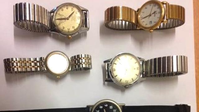 Politie vindt grote hoeveelheid sieraden in prullenbak