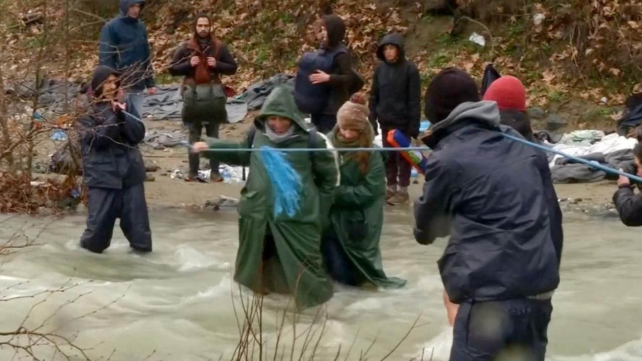 Migranten bij grensrivier teruggestuurd