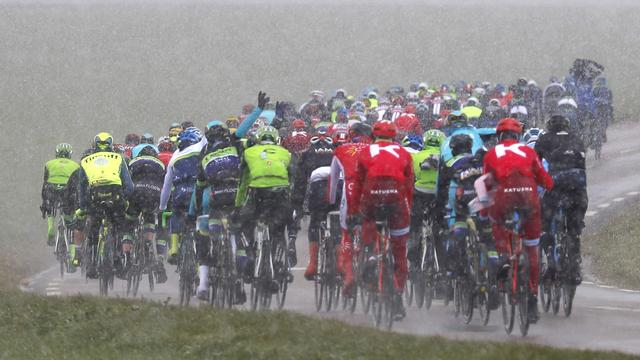 Dumoulin dankt ploegmaats na 'nerveuze' rit in Parijs-Nice