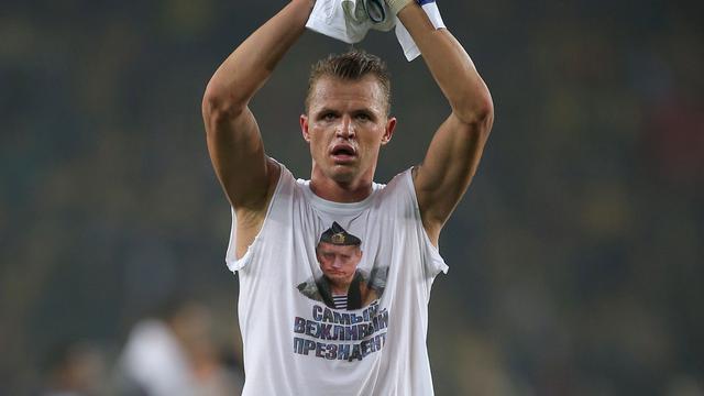 Ook UEFA beboet Tarasov voor tonen Poetin-shirt
