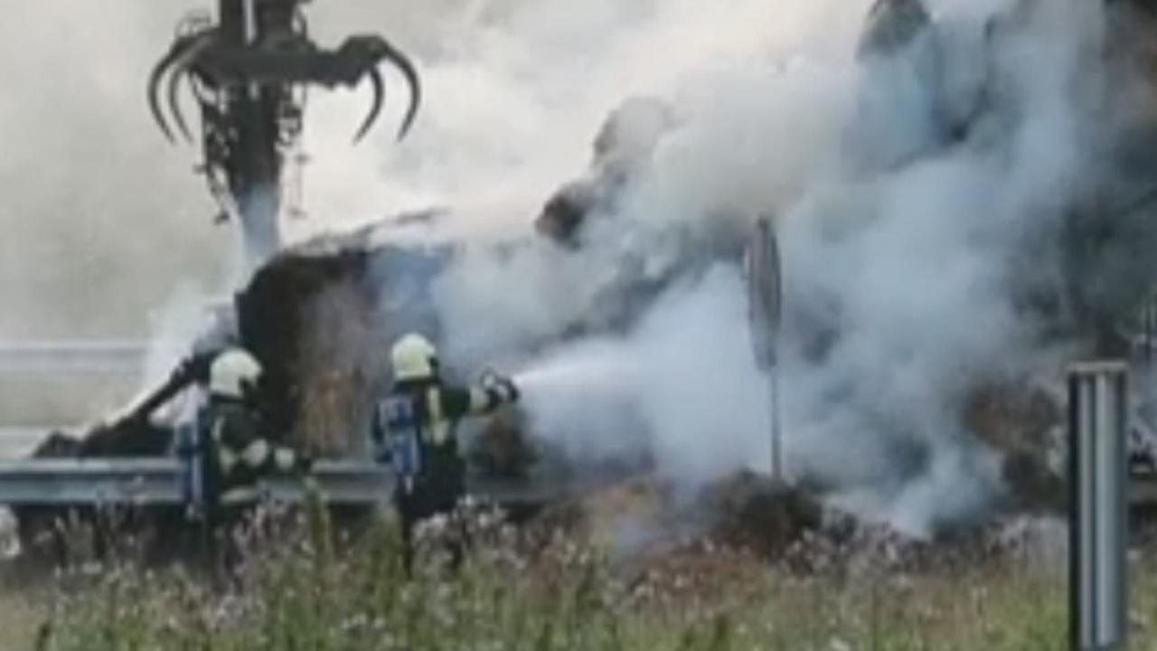 Brandweer blust brandende vrachtwagen op A2 bij Eindhoven