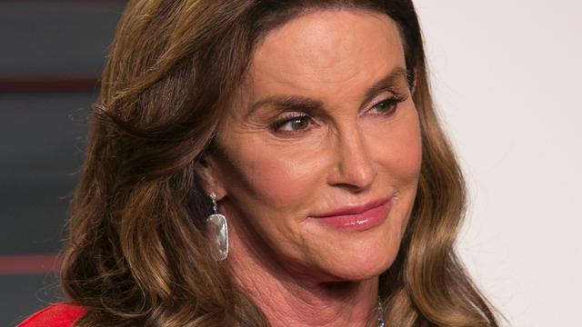Caitlyn Jenner doet politieke boodschap op wc Donald Trump