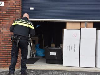 De politie deed dinsdagochtend een inval in de panden