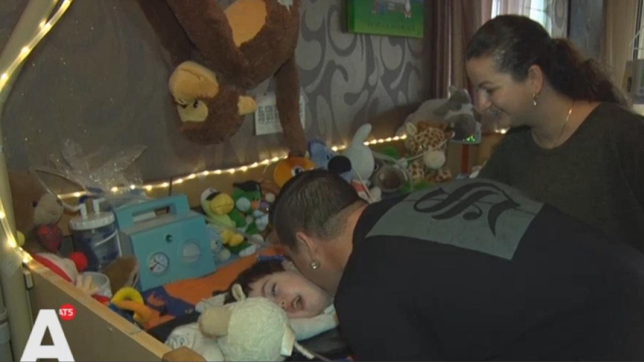 Vader ernstig zieke Wesley tatoeëert AMC-logo op arm