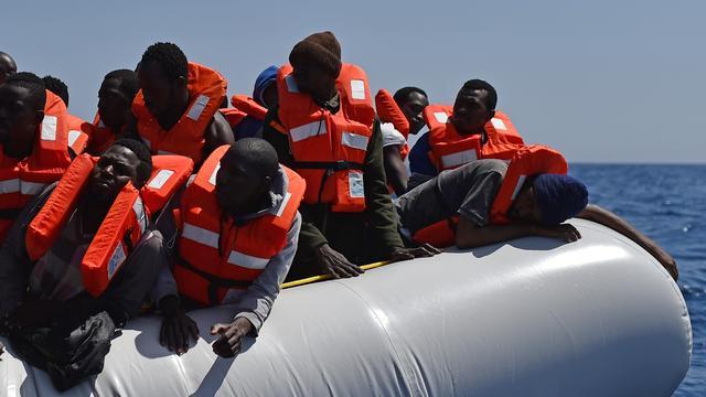 Duizenden migranten gered voor Libische kust