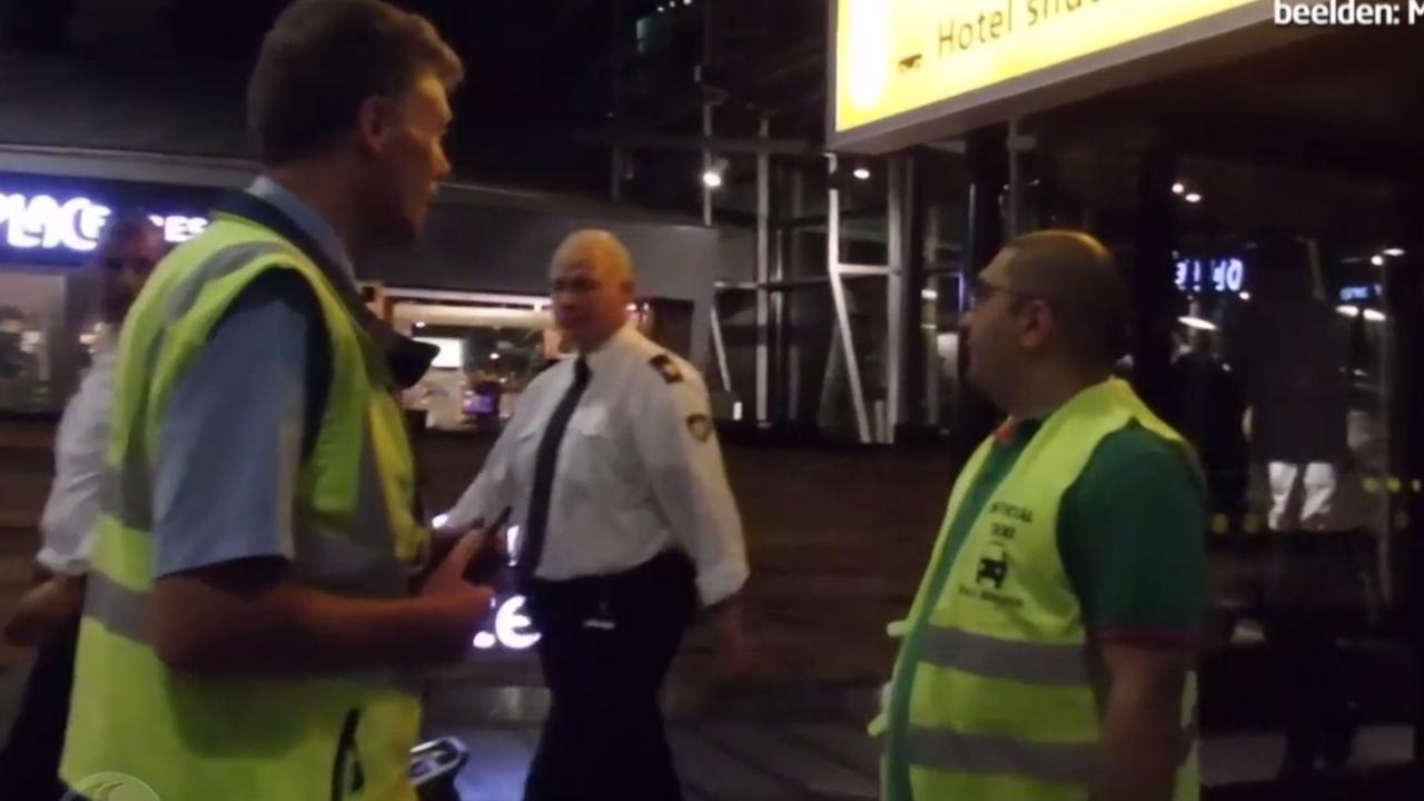 Taxi-ronselaar filmt de gang van zaken op Schiphol