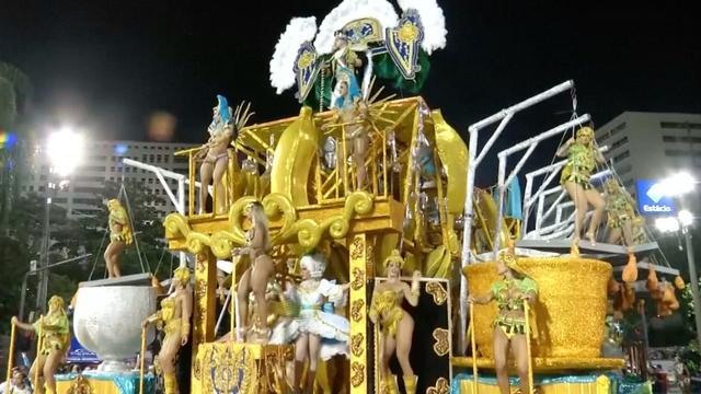 Inwoners Rio de Janeiro vieren carnaval