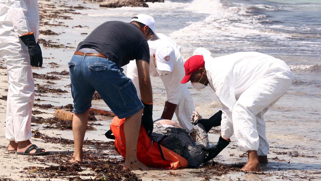 Weer boot met vluchtelingen gezonken bij libi nu het for Waarom kussen mensen