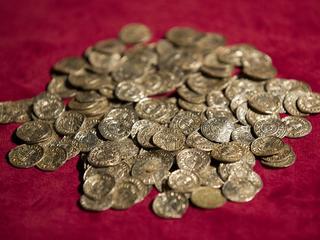 Amateurs vinden met metaaldetector munten, aardewerk en restanten van schepen