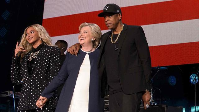 Beyoncé en Jay Z delen podium met Hillary Clinton