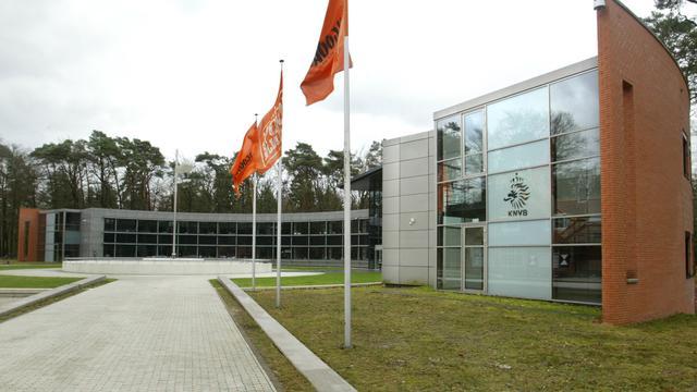 'KNVB krijgt stenen voetbal zaterdag terug'