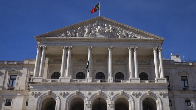Europese Commissie ziet veel risico's in begroting Portugal