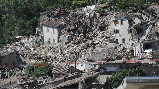 Dodental aardbeving Italië opgelopen tot bijna driehonderd