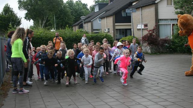 Leerlingen 't Carillon in Etten-Leur rennen voor KiKa
