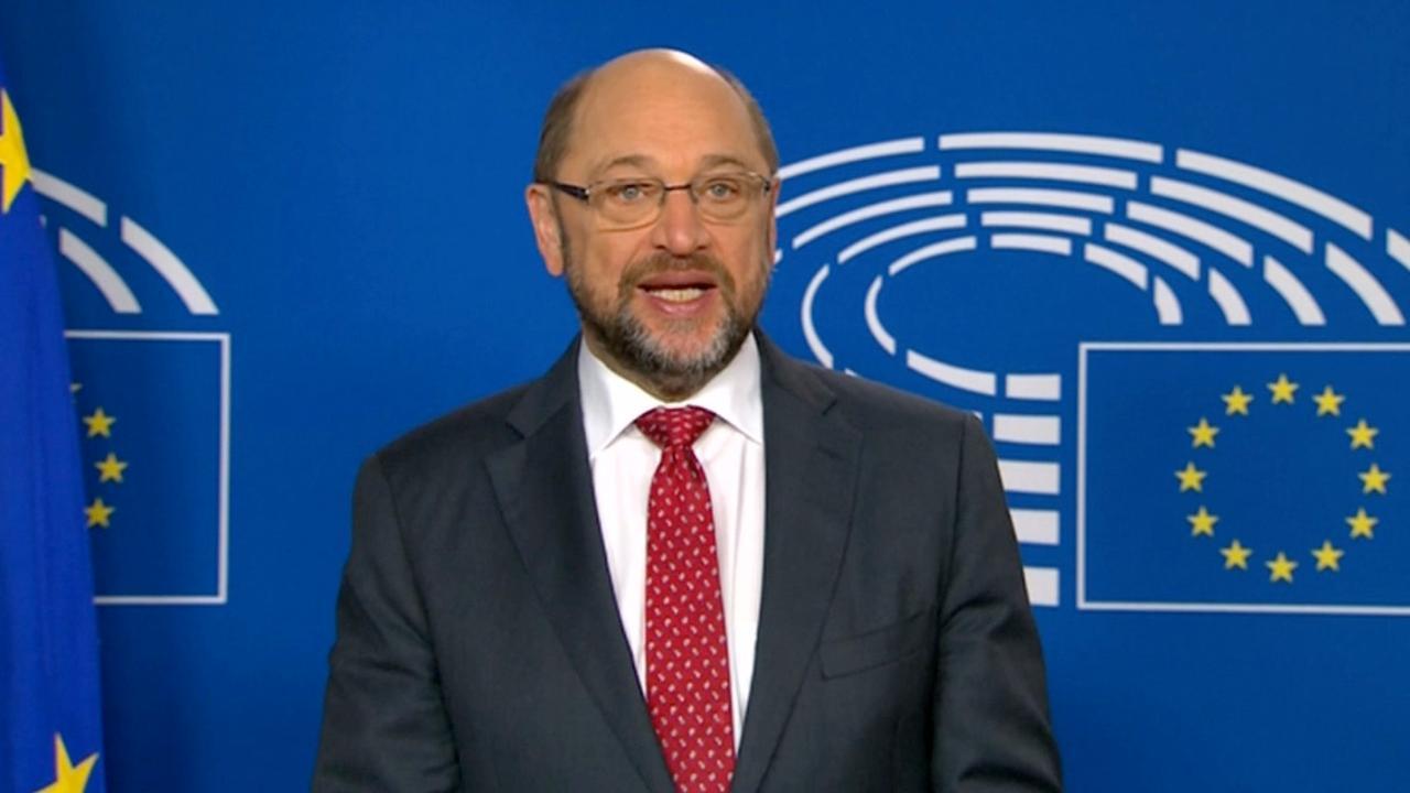 Schulz (Europees Parlement) en Stoltenberg (NAVO) feliciteren Trump