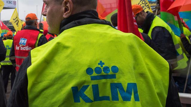 Bonden dreigen cao-overleg met KLM te staken