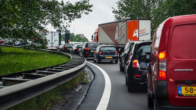Groninger zit gemiddeld 34 kilometer per dag in de auto