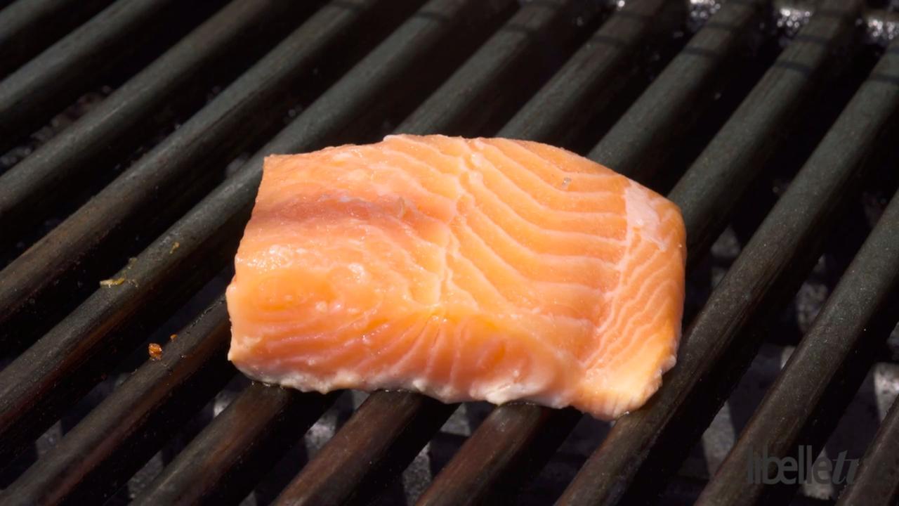 Vis op de barbecue? Zo blijft 'ie niet plakken