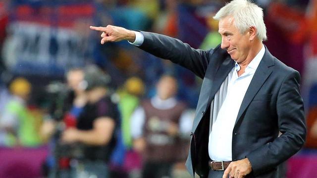 Van Marwijk wint met Saoedi-Arabië door late penalty's in WK-kwalificatie