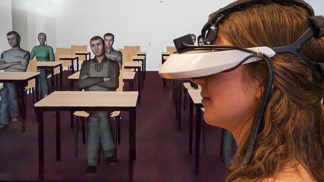 Wetenschappers Delft gebruiken VR-bril om presentaties te oefenen