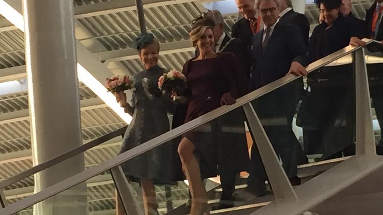 Koningin Máxima en koningin Mathilde pakken de trein