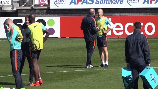 Laatste training Oranje voor oefenwedstrijd Italië onder leiding van Fred Grim