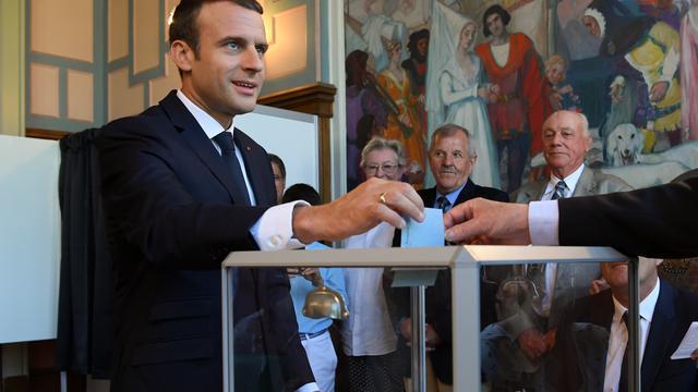 Absolute meerderheid Macron bij verkiezingen Frans parlement