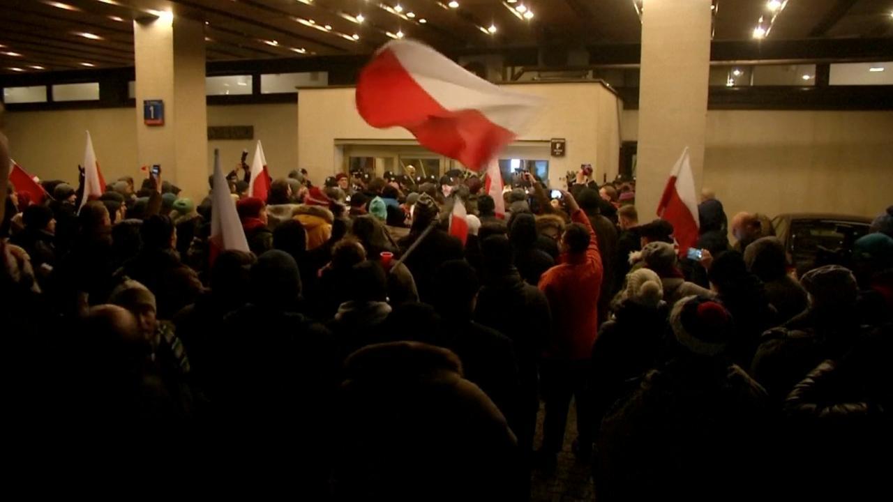 Demonstranten blokkeren uitgangen parlement Polen