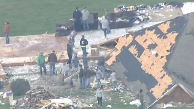 Dronebeelden ravage na dodelijke tornado Missouri