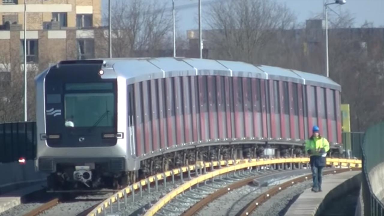Eerste metro rijdt op eigen kracht over Noord/Zuidlijn