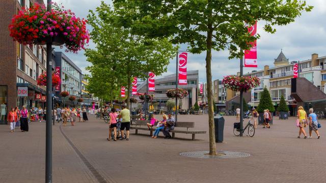 Nieuwe Markt in Roosendaal wordt geopend met zang en dans