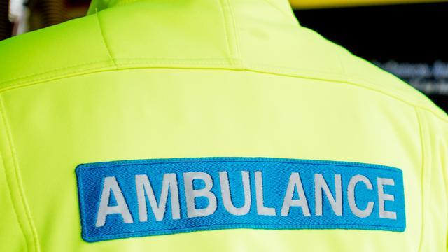 Fietser gewond na aanrijding met vrachtwagen in West
