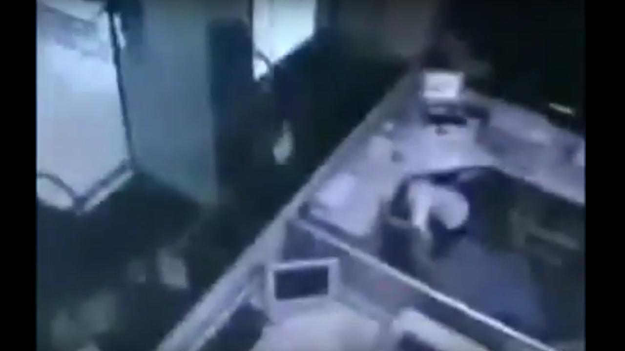 Beveiligingscamera filmt aardbeving op Sumatra