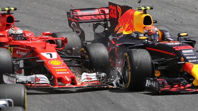 Verstappen vindt dat Bottas fout zat bij incident in eerste bocht GP Spanje