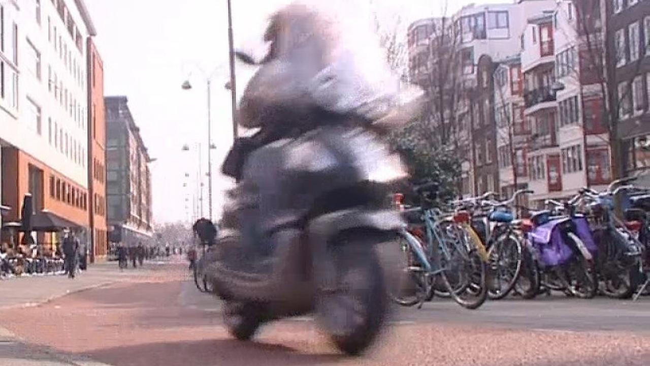 Scooterrijders in verzet tegen milieuzone