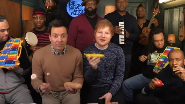 Ed Sheeran, Jimmy Fallon & The Roots spelen 'Shape of You' met kinderinstrumenten