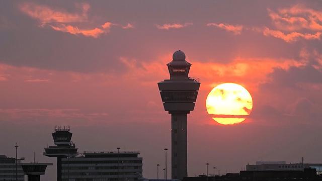 Luchtverkeersleiders Schiphol gaan vliegveld Groningen bedienen via camera