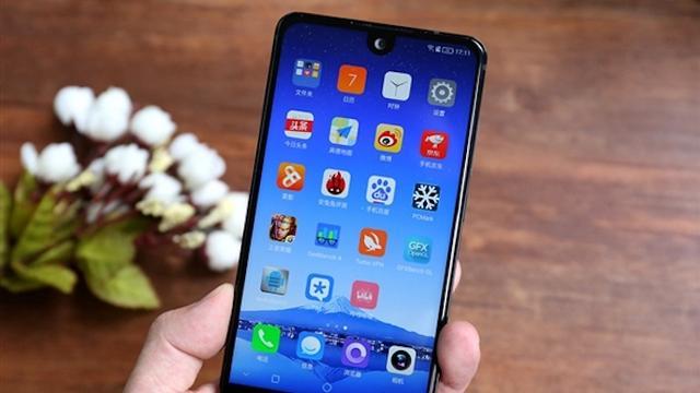 Sharp onthult nagenoeg randloze smartphone
