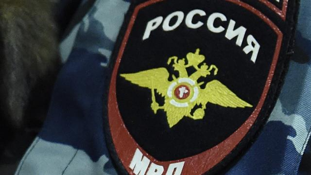 Vrouw loopt in Moskou rond met afgesneden hoofd van kind