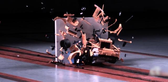 Slow motion crashtest met Porsche gemaakt van Lego