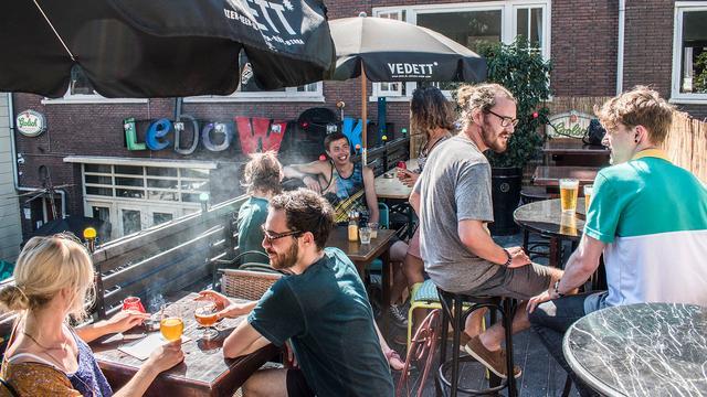 Pop-up dakterras bij café Lebowski