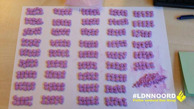 Politie neemt honderden XTC-pillen in beslag
