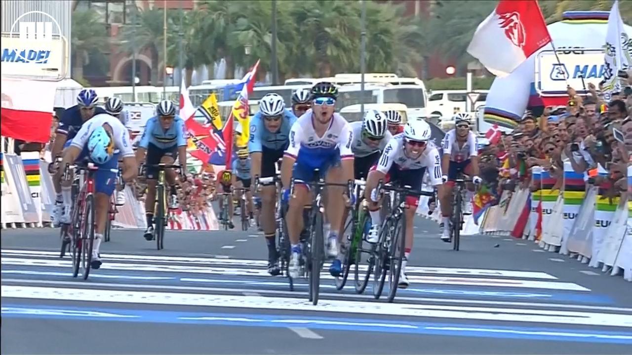 Kijk terug hoe wereldkampioen Sagan toesloeg in de sprint