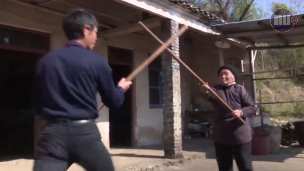 Chinese vrouw (94) blijft fit dankzij kungfu