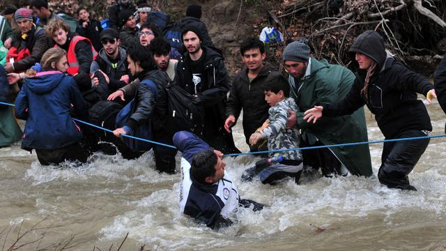 Drie migranten omgekomen bij oversteken rivier naar Macedonië