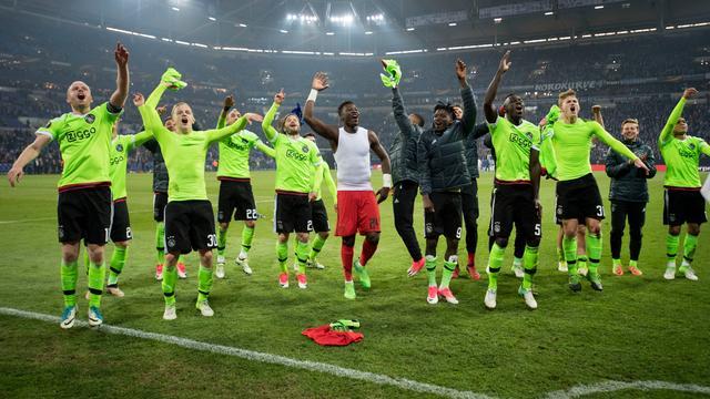 Ajax na thriller tegen Schalke 04 naar halve finale Europa League